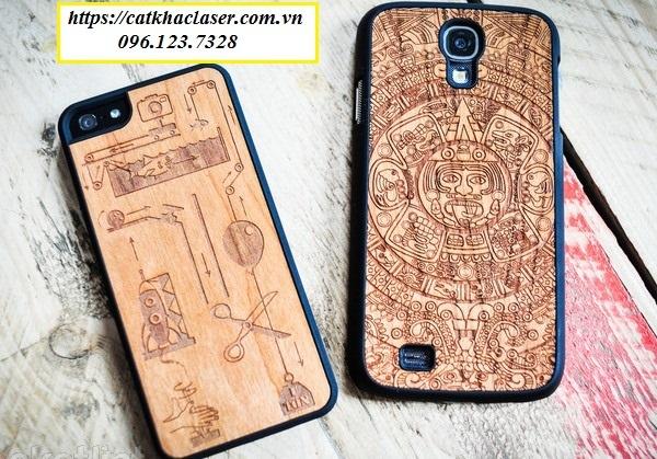 Khắc laser trên vỏ điện thoại bằng gỗ
