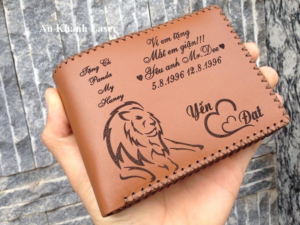 Mẫu khắc tên lên ví da đẹp