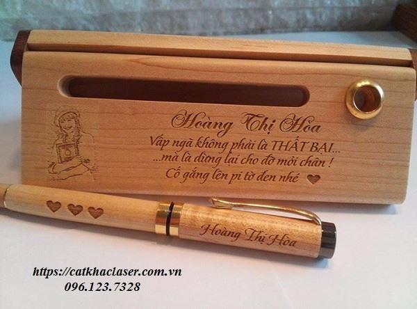 Khắc chữ lên bút giá rẻ tại xưởng khắc laser An Khánh
