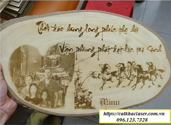 Khắc chữ thư pháp trên gỗ - món quà tặng ý nghĩa