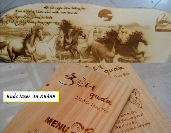 Khắc chữ thư pháp trên gỗ làm menu
