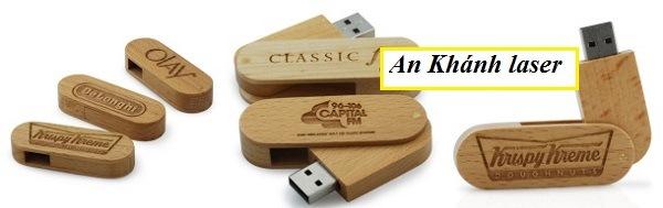Khắc logo lên USB bằng gỗ