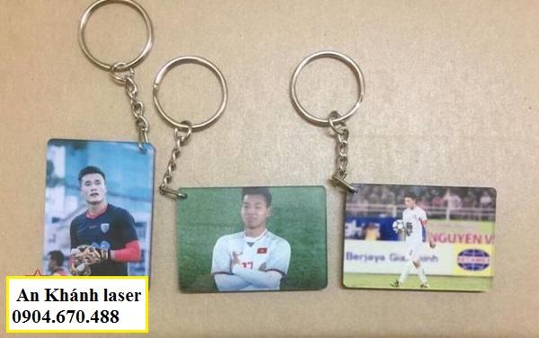Các cầu thủ bóng đá được in trên móc khóa