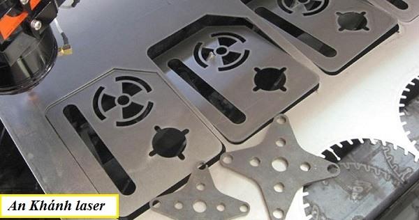 Ứng dụng công nghệ khắc laser trên inox trong sản xuất linh kiện máy