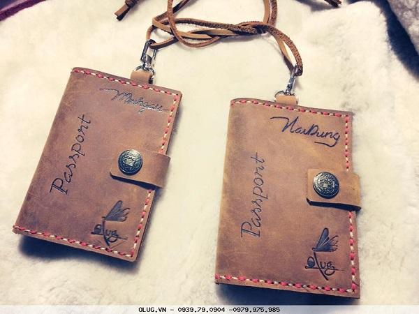 Mẫu ví đựng passport khắc tên