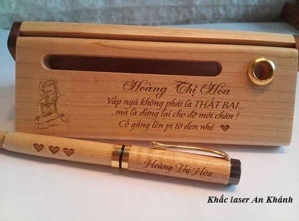 Bút khắc tên và hộp bút gỗBút khắc tên và hộp bút gỗ