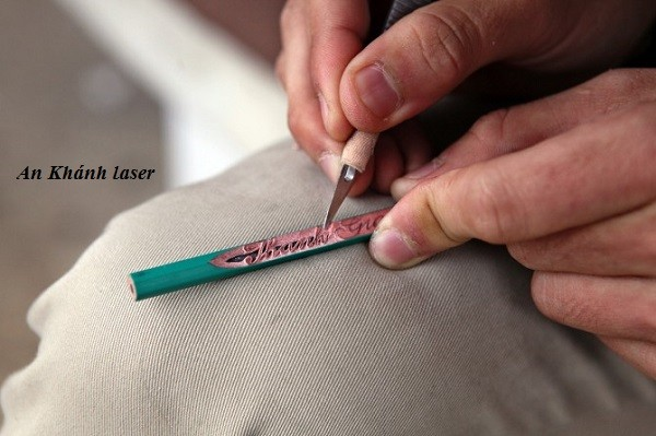 Khắc bút chì nghệ thuật bằng tay