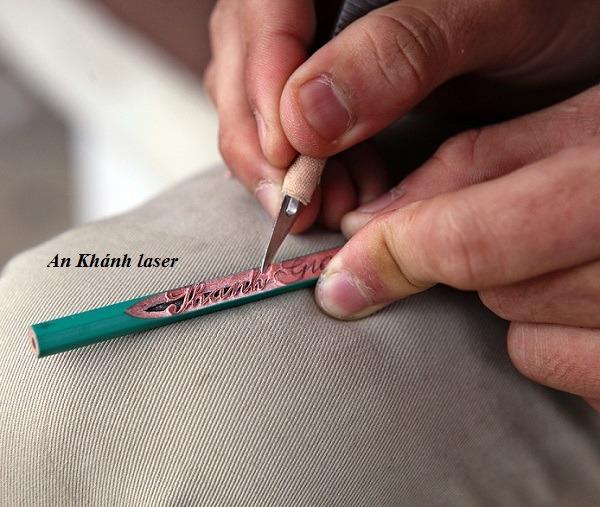 Khắc bút viết bằng tay