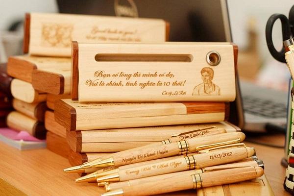 Đơn vị khắc quà tặng gỗ tri ân khách hàng với số lượng lớn