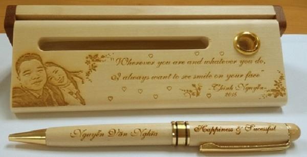 Bút viết gỗ làm quà tặng